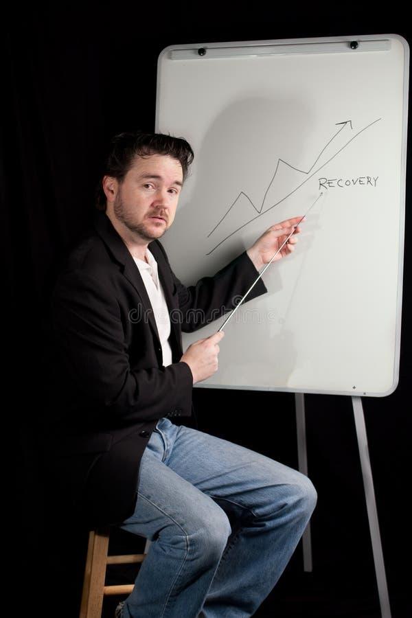 El ejecutivo ocasional da la presentación en Whiteboard fotos de archivo