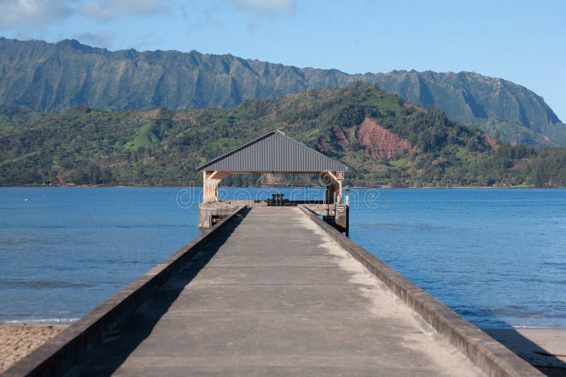 El embarcadero situado en la bahía de Hanalei, Kauai imagen de archivo