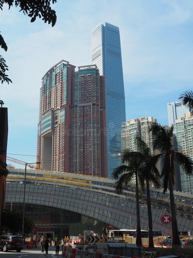 El emplazamiento de la obra del ferrocarril del oeste de Kowloon con la torre sky100 en imagen de archivo libre de regalías