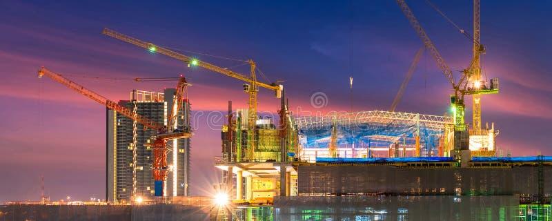 El emplazamiento de la obra ocupado actúa en el principio de construir nuevo proyecto complejo de la infraestructura foto de archivo