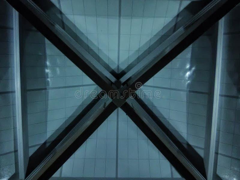 El x en estructura del techo fotografía de archivo libre de regalías