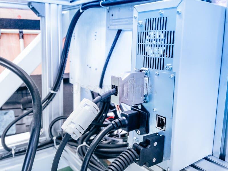 El enchufe y el cableado de la conexión diseñan para el control de bloque con el sensor foto de archivo libre de regalías