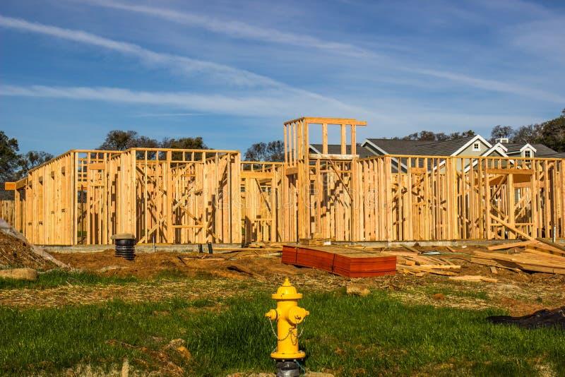 El enmarcar de madera de la nueva construcción casera fotos de archivo libres de regalías