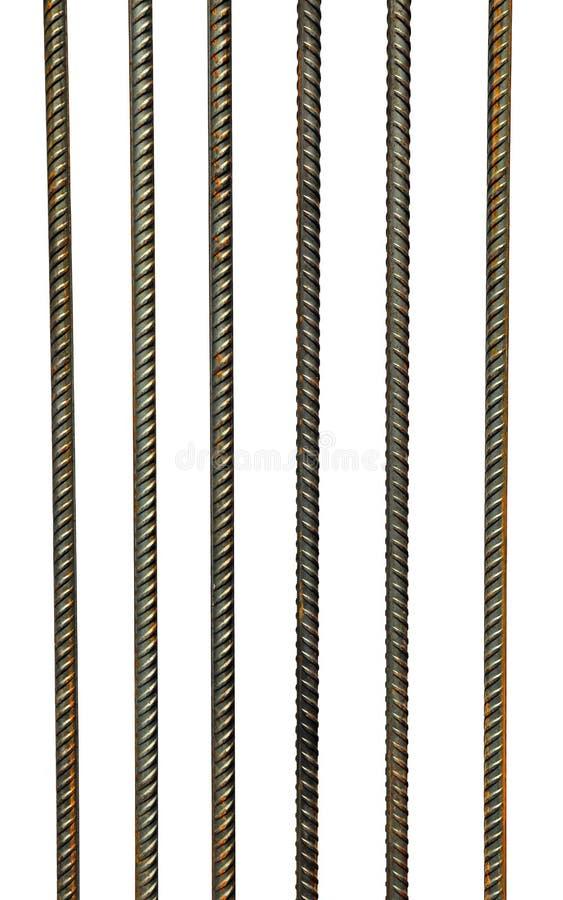 El enrejado de las barras del acero de refuerzo aisladas imágenes de archivo libres de regalías