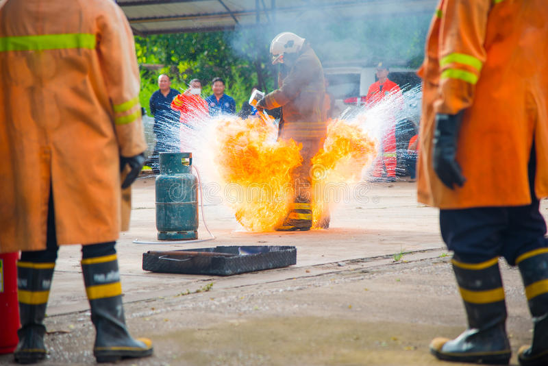 El entrenamiento del bombero foto de archivo