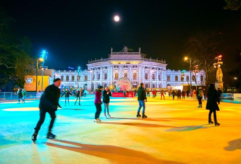 El entretenimiento popular del deporte de invierno en Viena, Austria imagenes de archivo