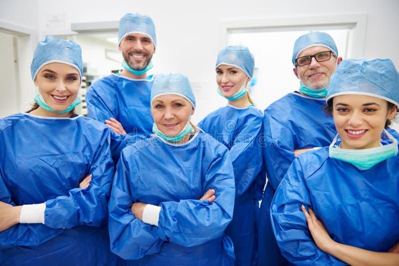 El equipo de cirujanos fotografía de archivo
