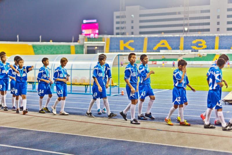 El equipo de fútbol de los niños imagenes de archivo
