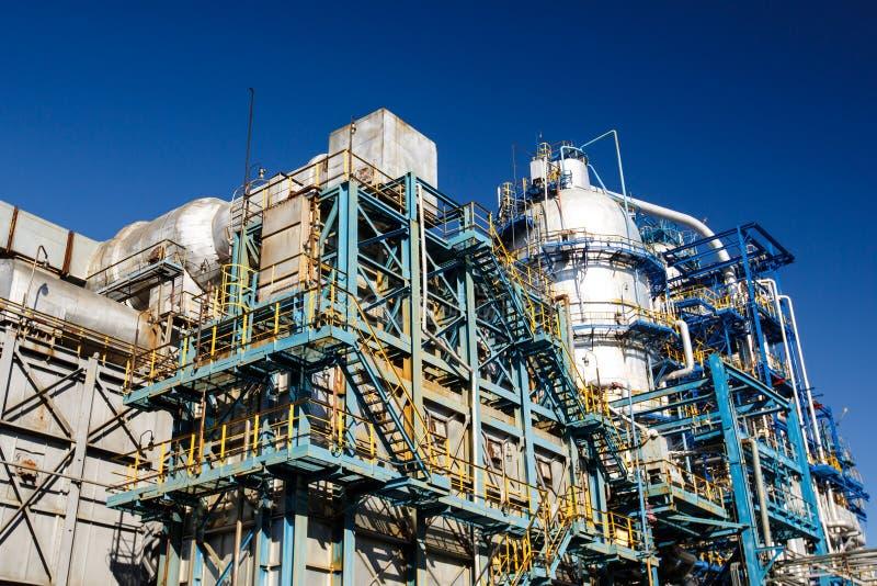 El equipo del refino de petróleo fotos de archivo
