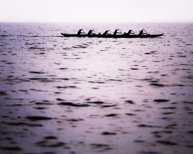 El equipo Kayaking de las mujeres fotografía de archivo libre de regalías