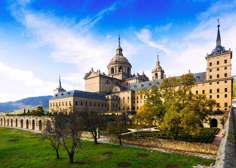 EL Escorial Vista de Royal Palace en día del otoño imagen de archivo libre de regalías