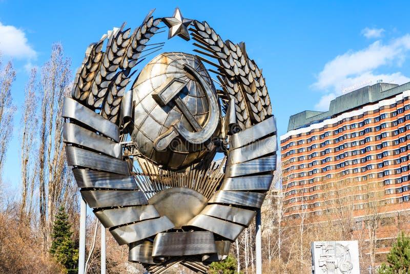 El escudo de armas de URSS en el Museon Art Park foto de archivo
