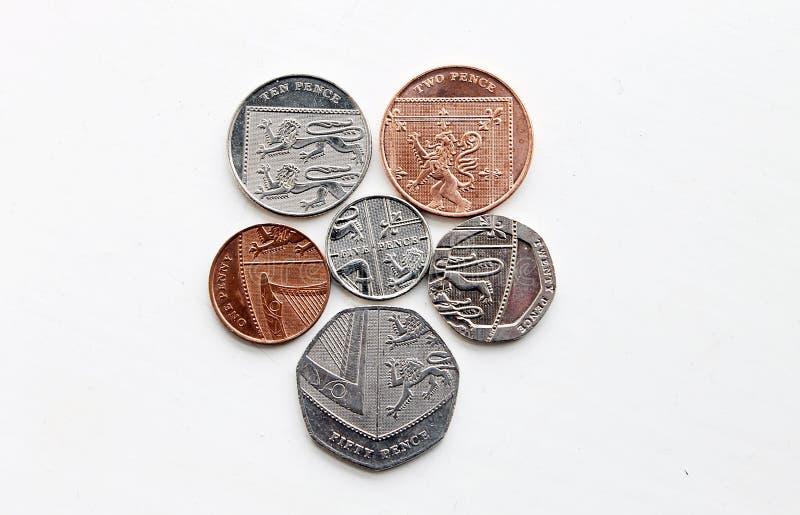 El escudo real de las monedas de la libra esterlina fotos de archivo