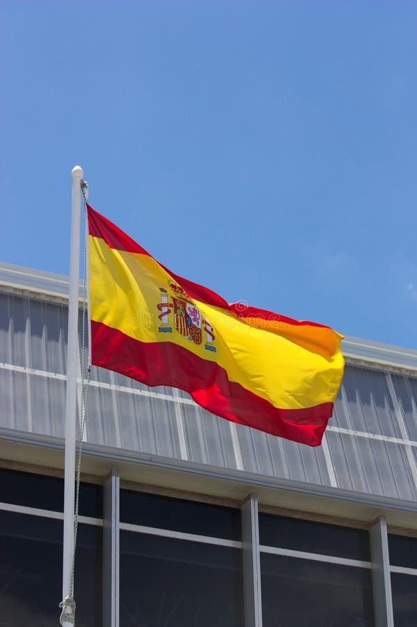 El ` español s de la bandera en su palo fotografía de archivo