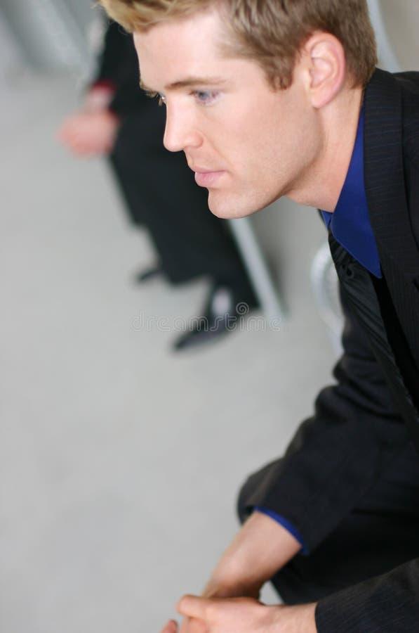 El esperar de los hombres de negocios imagen de archivo libre de regalías