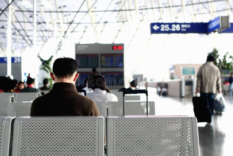 El esperar en el aeropuerto fotos de archivo libres de regalías
