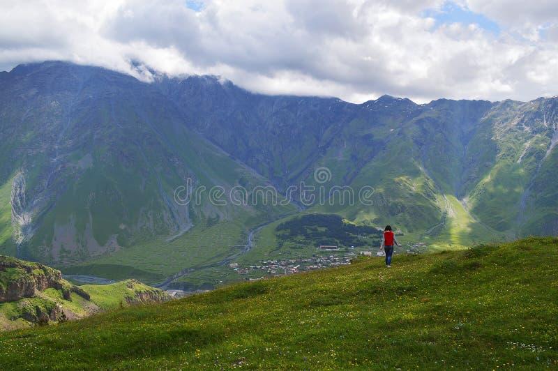 el esplendor de las montañas del Cáucaso foto de archivo libre de regalías
