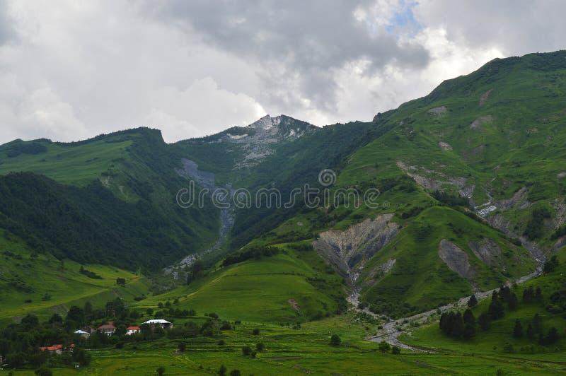 el esplendor de las montañas del Cáucaso fotografía de archivo libre de regalías