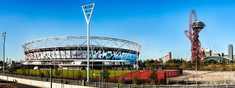 El estadio y ArcelorMittal de West Ham se elevan con la diapositiva para las Olimpiadas imagenes de archivo