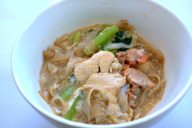 El estilo del Cantonese frió el teow del kueh en salsa del huevo imágenes de archivo libres de regalías