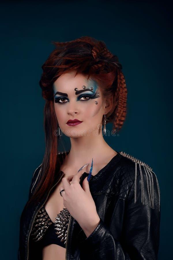 El estilo gótico tiró de una mujer con las garras foto de archivo libre de regalías