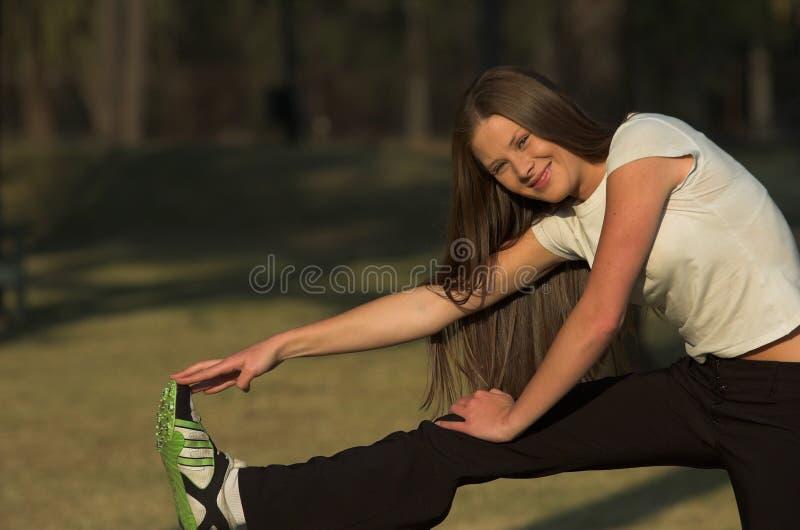 Download El estirar foto de archivo. Imagen de piernas, brunette - 1290304