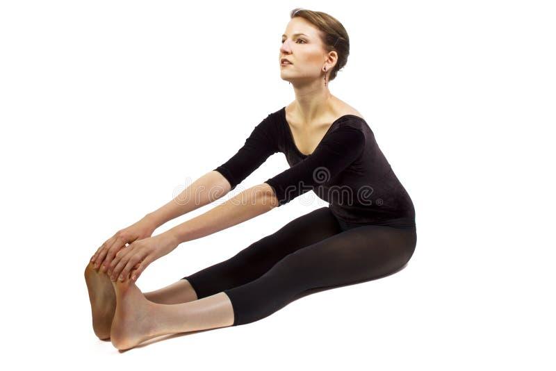 El estirar de la yoga fotos de archivo