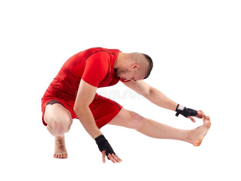 El estirar del combatiente de Kickbox imagen de archivo