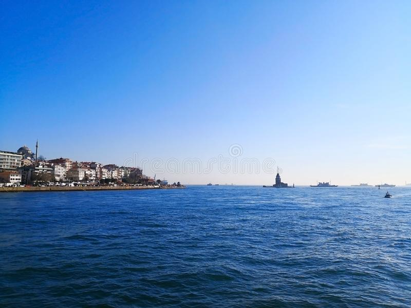 El estrecho de Bosphorus en Estambul, Turquía 30 de marzo de 2018: El Bos imágenes de archivo libres de regalías