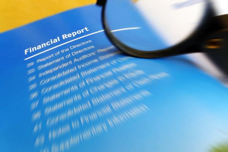 El estudiar financiero del informe fotos de archivo