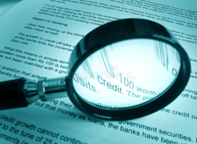 El estudiar sobre crédito imagen de archivo libre de regalías