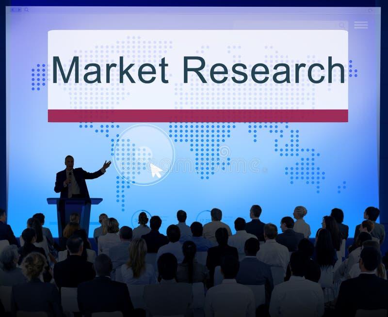 El estudio de mercados analiza concepto de la reacción del consumidor imágenes de archivo libres de regalías