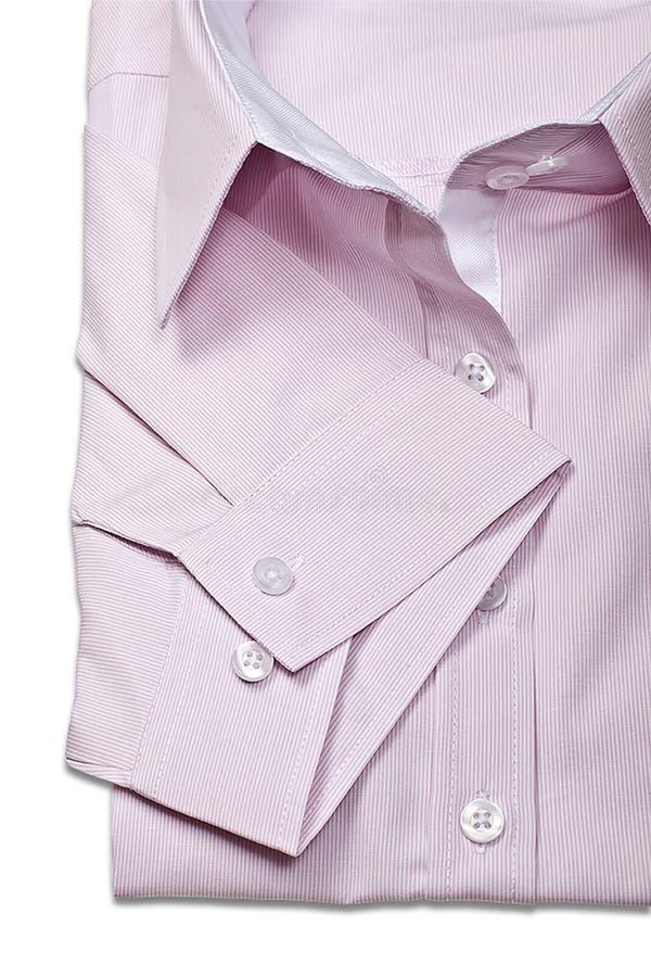 El estudio tiró de las camisas rosadas del ` s de los hombres en un fondo blanco fotografía de archivo