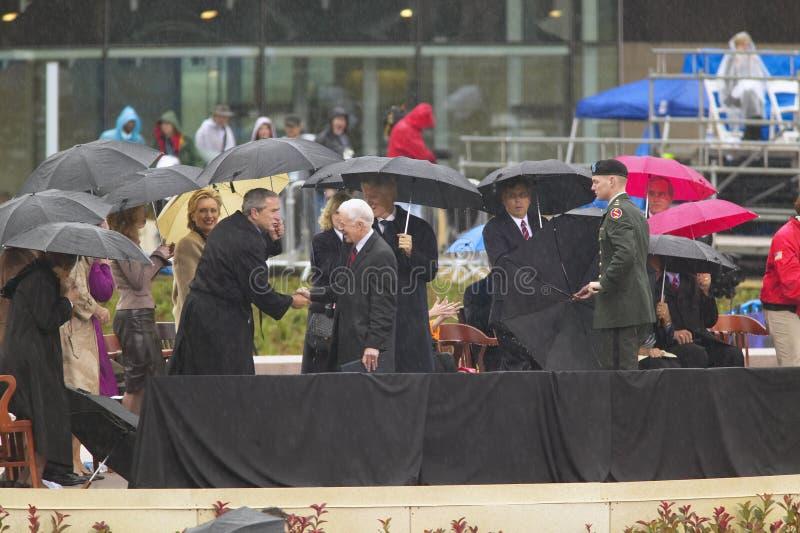 El ex presidente de EE Bush durante la ceremonia de gran inauguración del Guillermo J fotos de archivo
