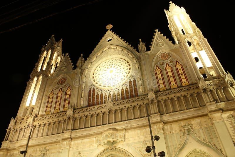 El Expiatorio, prawie frontowy widok przy nocą, Leon, Guanajuato zdjęcie royalty free