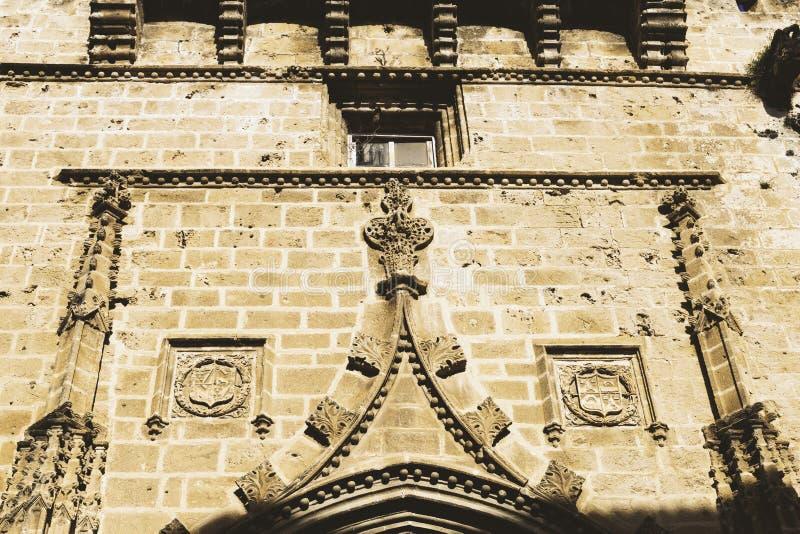 El exterior de la iglesia de St Bartholomew en la ciudad vieja de Xabia, también conocida como Javea, en España fotografía de archivo libre de regalías