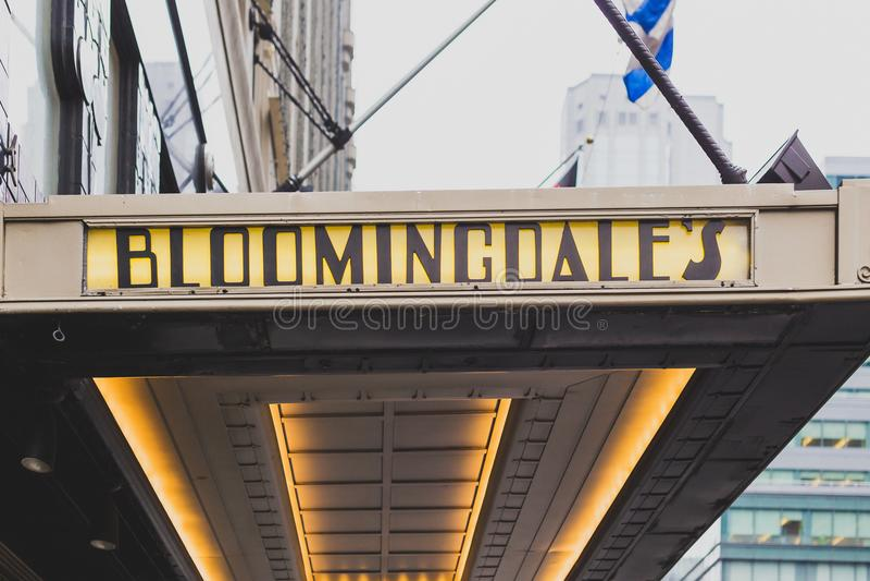 El exterior de los grandes almacenes del ` s de Bloomingdale en Manhattan, encendido fotos de archivo libres de regalías