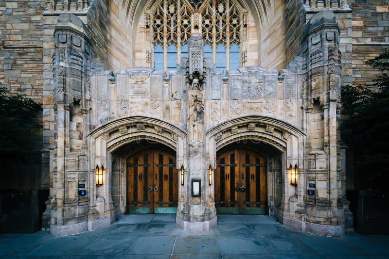 El exterior de Sterling Memorial Library, en Yale Universit foto de archivo