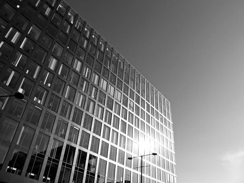 El exterior de un nuevo hotel en el centro de la ciudad imagenes de archivo