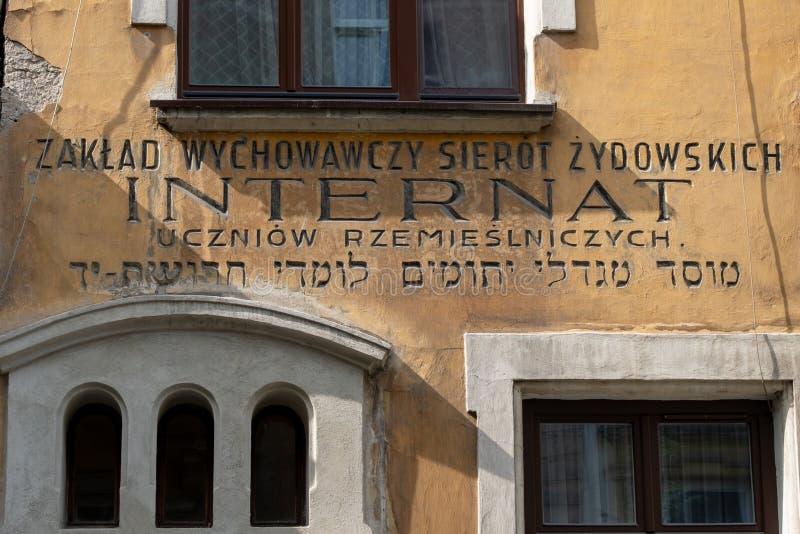 El exterior de una casa de rezo judía vieja situada apenas fuera del cuarto judío histórico de Kazimierz, Kraków, Polonia imagen de archivo libre de regalías