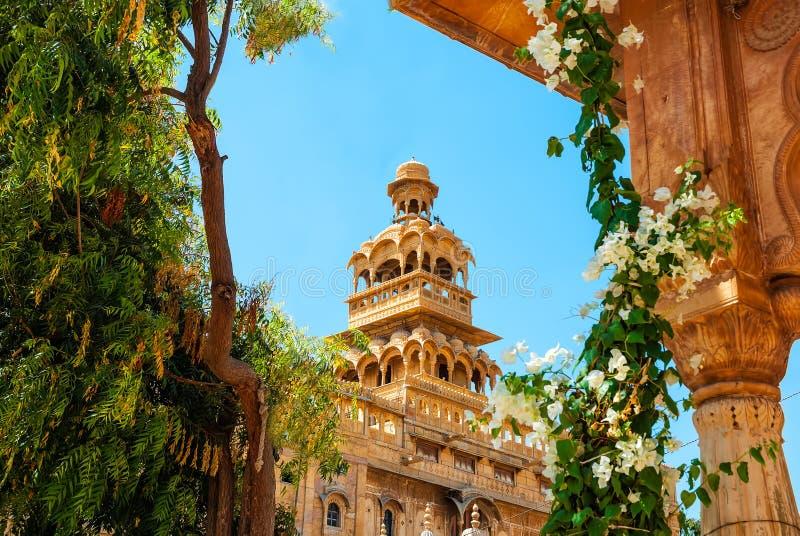 El exterior hermoso del palacio de Mandir en Jaisalmer, Rajasthán, la India Jaisalmer es un destino turístico muy popular en Raja fotografía de archivo libre de regalías