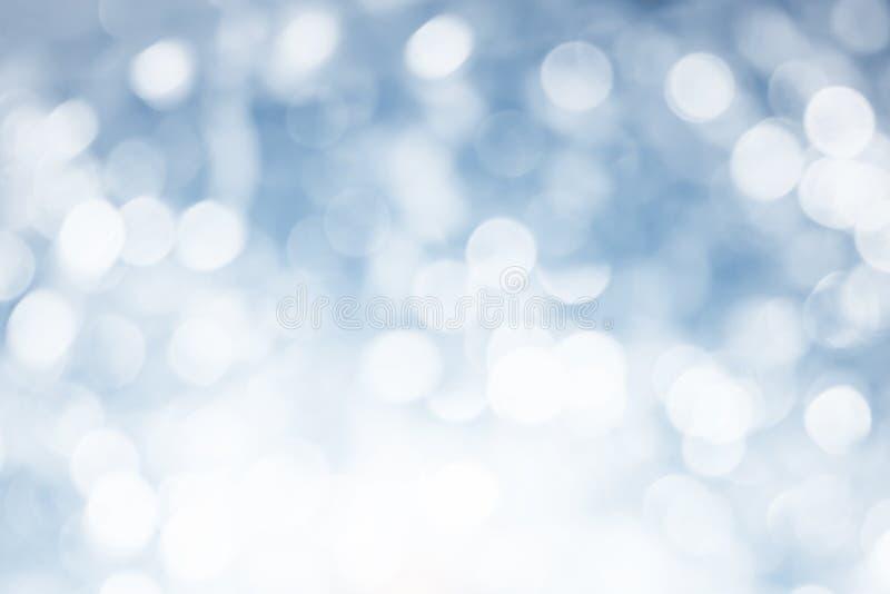 El extracto gris blanco del fondo del bokeh empañó las luces borrosas brillantes del espacio de la copia del concepto, fondo de l fotos de archivo