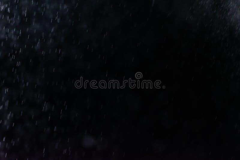 El extracto salpica del agua en un fondo negro foto de archivo libre de regalías
