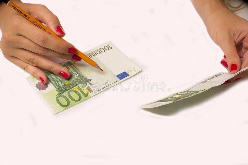 El falsificador forja euro imagen de archivo libre de regalías