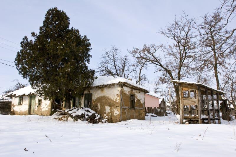 El fango tradicional construyó el cortijo en invierno imagenes de archivo