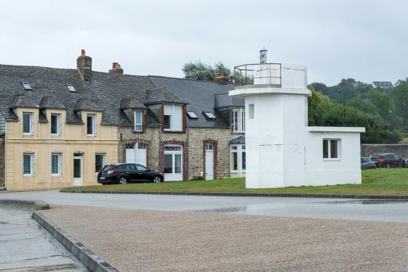 El faro en Le Becquet de Tourlaville es un pueblo en el Cherbourg-en-Cotentin La Mancha, Normand?a, Francia imágenes de archivo libres de regalías