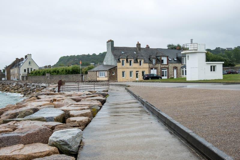 El faro en Le Becquet de Tourlaville es un pueblo en el Cherbourg-en-Cotentin La Mancha, Normand?a, Francia imagenes de archivo