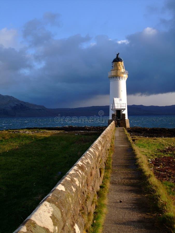 El faro en sonido de reflexiona sobre, Escocia imagenes de archivo