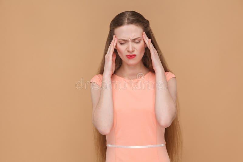 El feelling o concepto pensativo, malo del dolor de cabeza fotografía de archivo libre de regalías