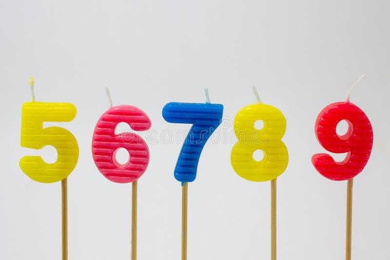 El feliz cumpleaños mira al trasluz número foto de archivo